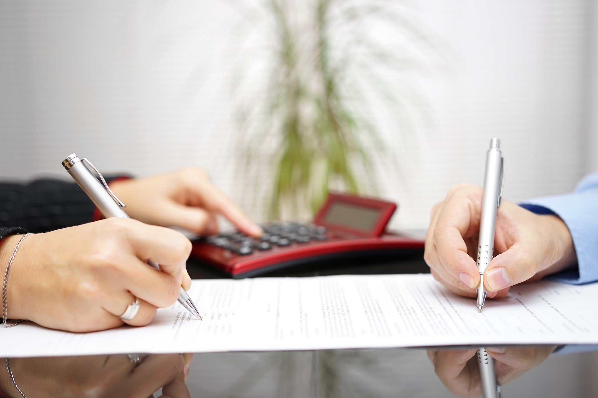 تنصیف اموال زوجین در چه زمانی و با چه شرایطی انجام می شود؟