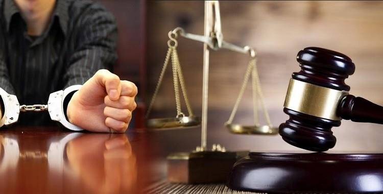 یک وکیل کیفری چه کاری انجام می دهد؟